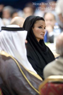 سمو الشيخة موزة تشارك في منتدى القنوات الفضائية
