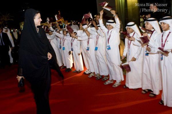أصحاب السمو الشيخ حمد بن خليفة و الشيخة موزة خلال افتتاح متحف الفن الإسلامي