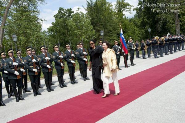 TH The Emir Shaikh Hamad and Sheikha Moza arrive to Slovenia
