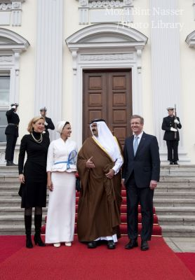 Welcoming ceremony for Their Highnesses Sheikh Hamad and Sheikha Moza at Bellevue Palace
