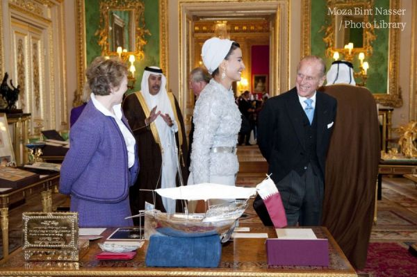 HM the Queen, Duke of Edinburgh and TH viewing items from Royal Collection and Archives