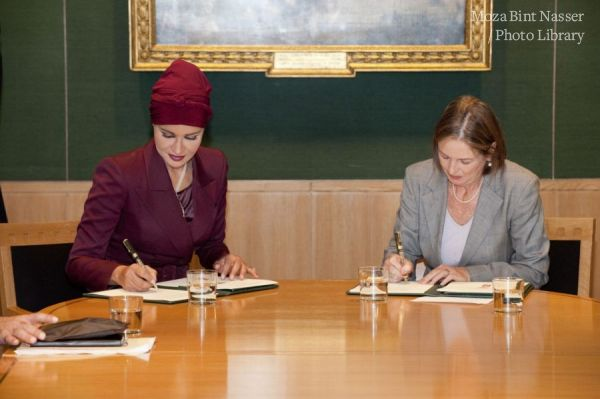 HH Sheikha Moza signs Agreement between QF and British Library