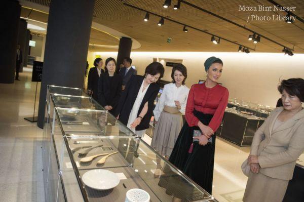 صاحبة السمو الشيخة موزا تزور متحف سامسونغ للفنون
