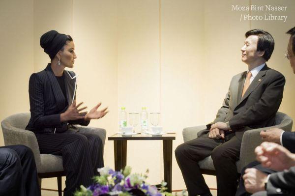 صاحبة السمو الشيخة موزا تجتمع بوزير الشؤون الخارجية الكوري