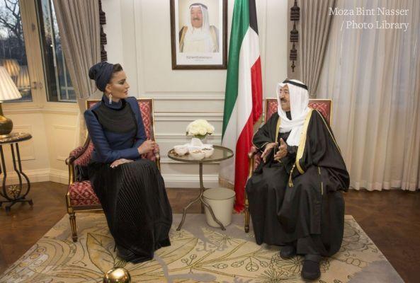 أمير الكويت يستقبل صاحبة السمو الشيخة موزا
