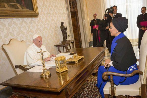 HH Sheikha Moza Meets Pope Francis.