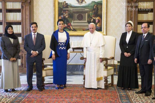 صاحبة السمو الشيخة موزا تجتمع مع البابا فرانسيس.