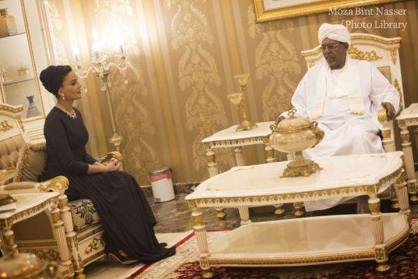 صاحبة السمو الشيخة موزا تجتمع مع رئيس السودان