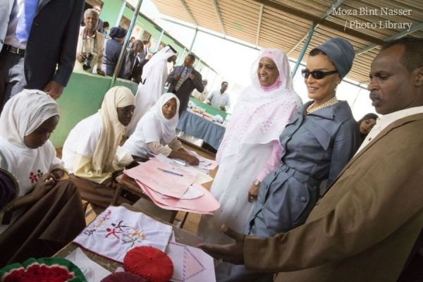 HH Sheikha Moza Visits Alternative Learning Center in Khartoum