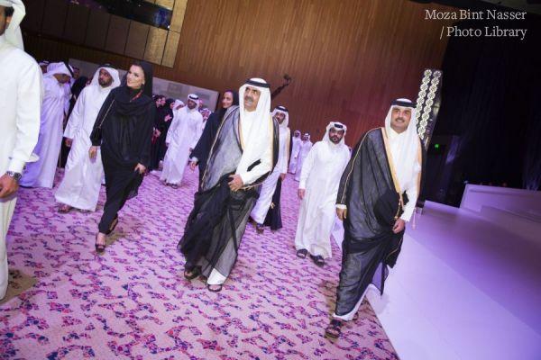صاحب السمو الأمير وصاحب السمو الأمير الوالد وصاحبة السمو الشيخة موزا في حفل تكريم مؤسسة قطر