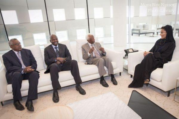 HH Shiekha Moza meets former sudanese president