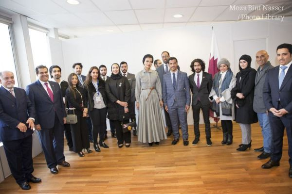 HH Sheikha Moza meets with Qatari Students in France