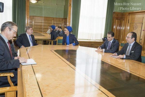 صاحبة السمو الشيخة موزا تجتمع مع رئيس اللجنة الأولمبية الدولية