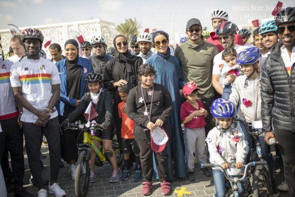 صاحبة السمو الشيخة موزا تشارك في فعاليات اليوم الرياضي للدولة بالمدينة التعليمية