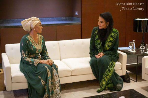 صاحبة السمو الشيخة موزا تجتمع مع حرم رئيس غامبيا