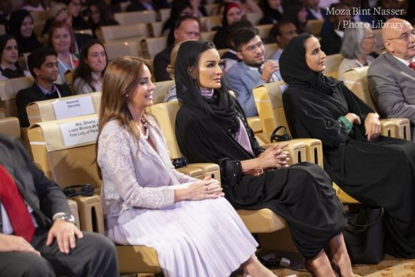 HH Sheikha Moza with the Winners of the 2019 WISE Awards