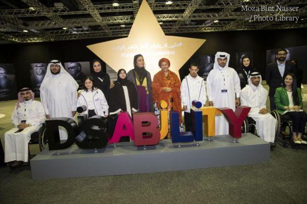 صاحبة السمو الشيخة موزا في جولة على المعرض المصاحب لمؤتمر الدوحة الدولي للإعاقة والتنمية