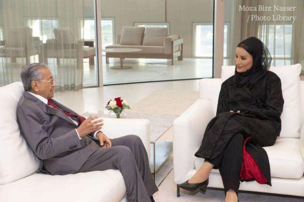 صاحبة السمو الشيخة موزا تجتمع برئيس الوزراء الماليزي