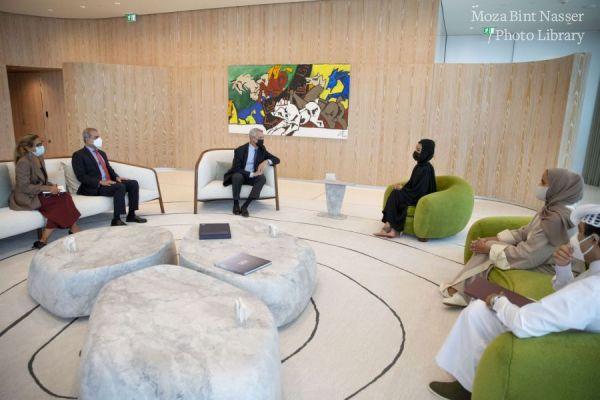صاحبة السمو الشيخة موزا تجتمع مع المفوض السامي للأمم المتحدة لشؤون اللاجئين