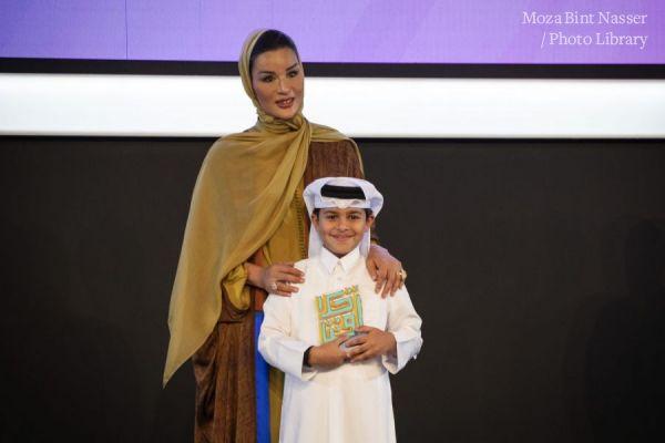 صاحية السمو الشيخة موزا تتوج الفائزين بجائزة أخلاقنا
